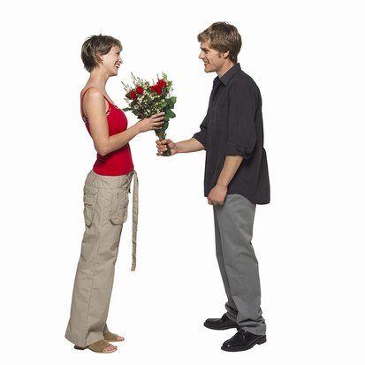 Kırmızı...  Aşkın ve arzunun rengidir. Mutluluğu temsil eder ve kişinin iştahını açar. En uyarıcı renk olarak kabul edildiği için insanların üzerinde canlandırıcı, kışkırtıcı ve heyecan verici bir etki yaratır. Tansiyonu yükseltir, kan akışını hızlandırır. Ne kadar parlak olursa olsun, hiçbir renk kırmızı kadar dikkat çekmez.   Aşk rengi kırmızı olanların; kendine güvenen, coşkulu, bazen de kontrolsüz bir yapıları vardır. İhtiraslı bir aşkla bağlanırlar. Ancak her zaman yeni bir aşk için hazırlardır.